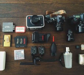 Allen Henson Whats in my camera bag Preset Shop1 330x295 Whats in my Bag | Allen Henson