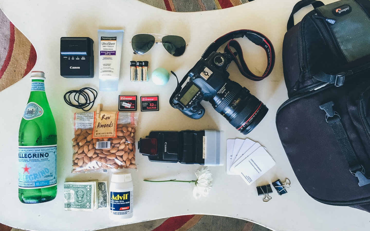 LIZABOONE 1440x900 Whats in my Bag | Liza Boone